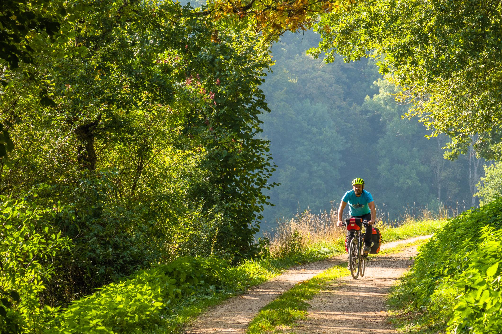 Feldwege und autoleere Nebenstraßen und machen das Radeln zum Genuss