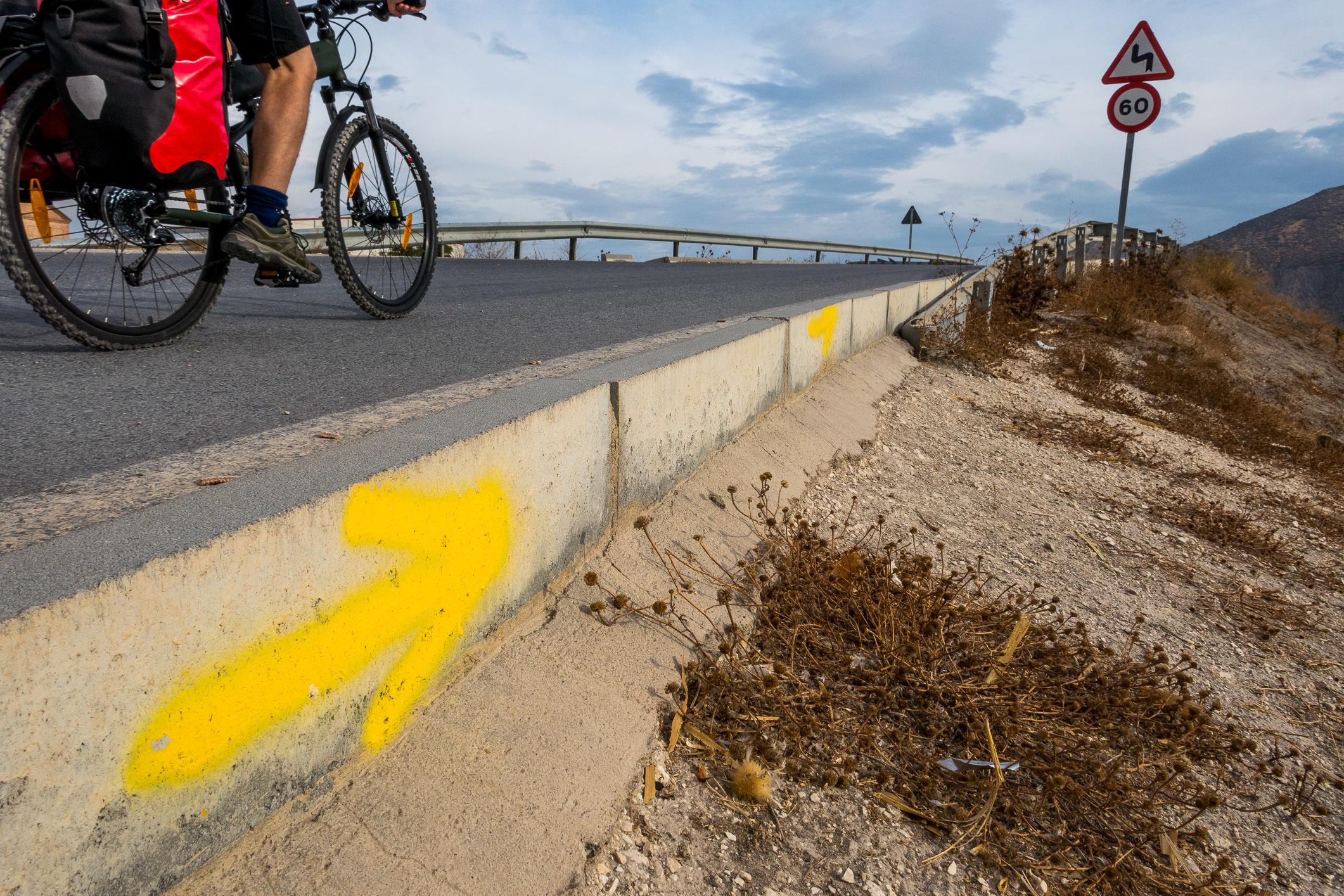 Die gesamte Strecke ist hervorragend mit den typischen gelben Pfeilen markiert.